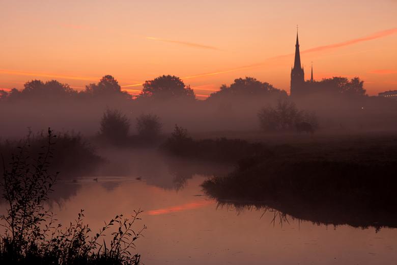 misty morning - Omdat er mist voorspeld was vanmorgen heel vroeg opgestaan om met Detty een mooie zonsopkomst vast te leggen. Dit is het resultaat, ik