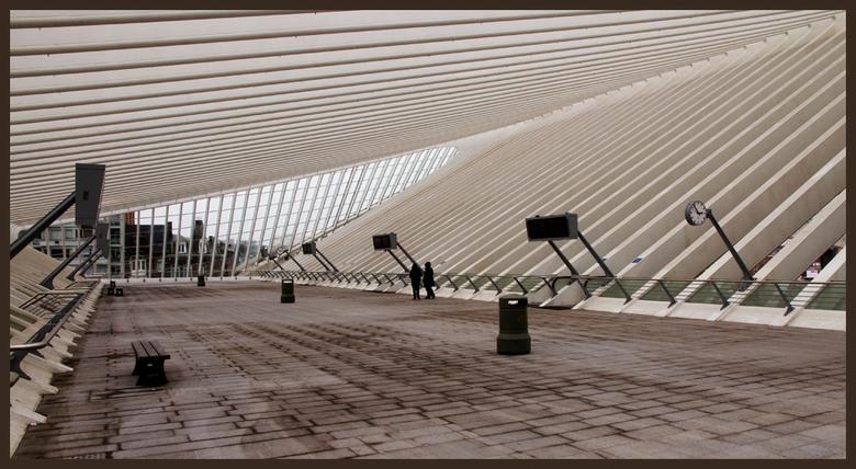 La Gare Guillemin 1 - Afgelopen zondag was ik met 'Gravinfoto' naar Luik om daar het moderne station op de foto te zetten en dit is de eerst