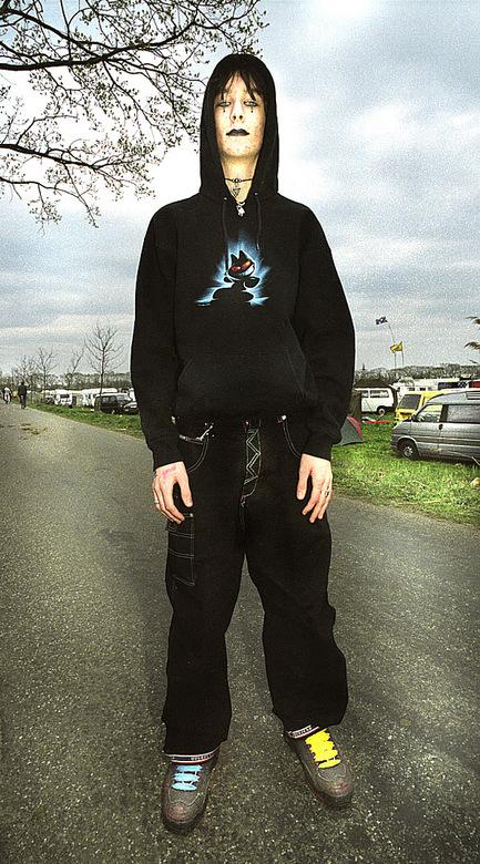 """mode&jeugd (2003) - Dit is 1 foto uit 1 serie over """"alternatieve"""" mode onder de jeugd uit 2003, gemaakt voor onze 2 dochters die in dat"""