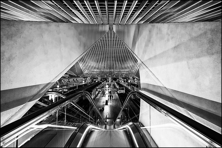 Artistieke architectuur 27 - Het station Guillemins in Luik is een waar fotografisch Walhalla voor ons Zoomers en dat heeft men met de tijd dan ook da