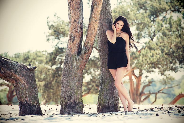 Under the tree - Shoot op lokatie met Carmen