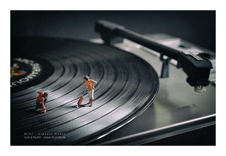 MINI - Classic music - Een klassieke vinylplaat beluister je best zonder stofjes...