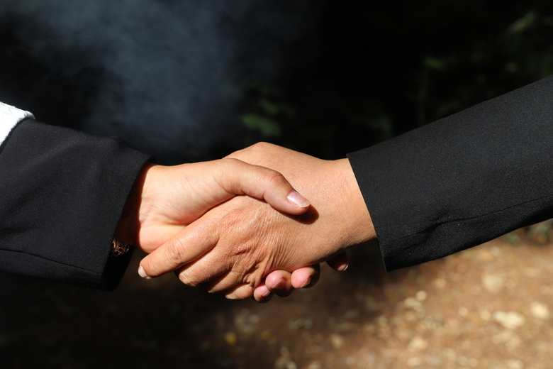 Hold my hand -