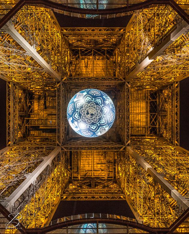 Eiffeltoren van een andere kant.