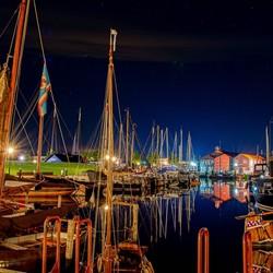 De haven van Elburg in de nacht