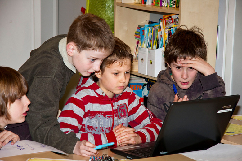 Techniekles op de basisschool - Deze foto heb ik gemaakt op de Leonordoschool in het Limburgse Blerick . De kinderen waren bezig met een internetzoeko