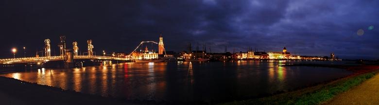 DSC_1993 panorama - Nachtzicht op de oude stad Kampen