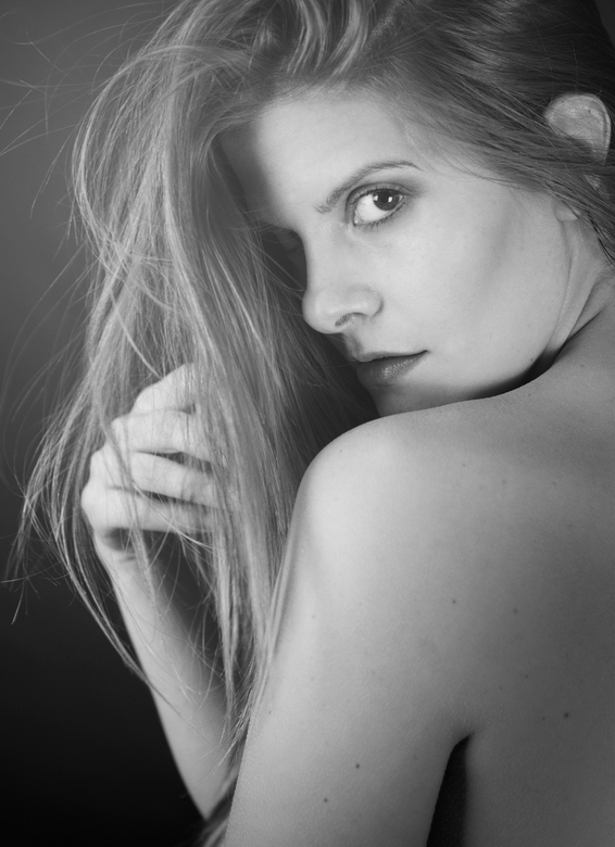 Sensual - Wat is ze toch mooi en sensueel .<br /> De mooie Valentina Fuela .<br /> Ik kijk al uit naar de volgende shoot met haar<br /> <br /> Gr