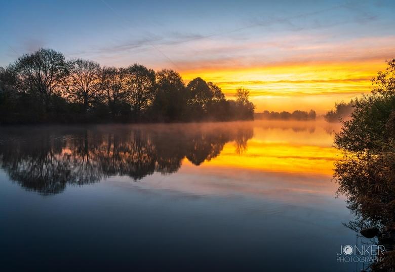 A good morning - Een prachtige ochtend aan de Vecht in Zwolle. Wat een kleuren in de lucht!