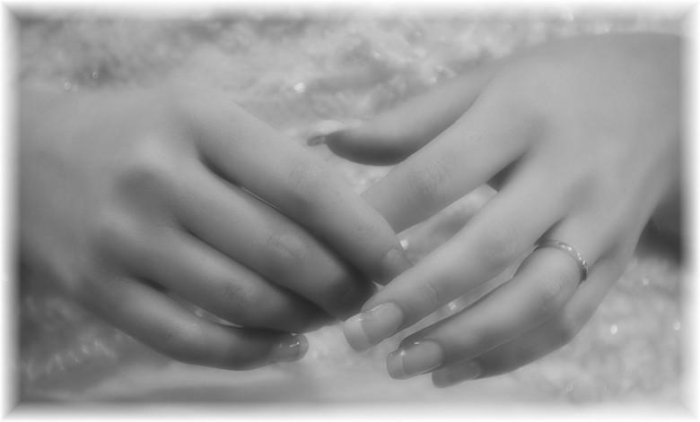 hands - Ik vind deze foto wel wat hebben,kan niet uitleggen waarom.<br /> Bedankt voor de reactie&#039;s bij &quot;bruidsschoen 2&quot;<br /> Fijne