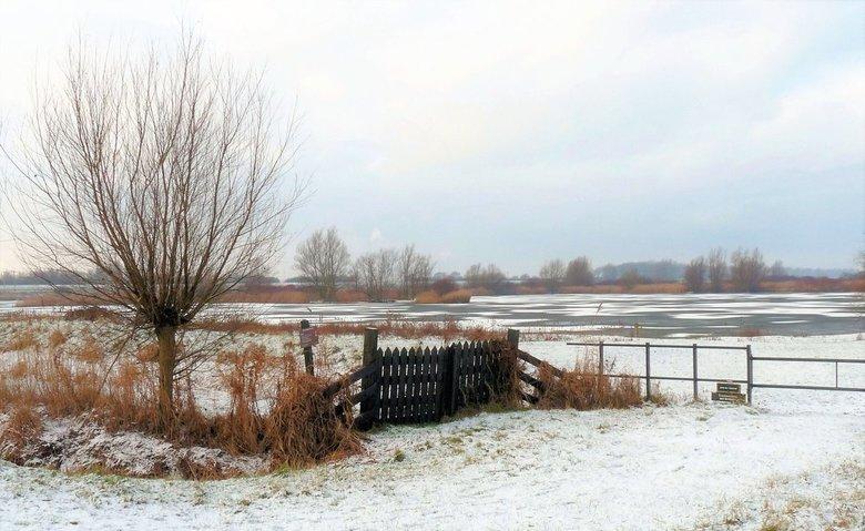 P1020297  Maassluis Koud He  Oranje polder nr2  2 jan 2010 - Hallo Zoomers , GROOT kijken en even lezen . Vorige week liet ik een PANO voorbij komen v