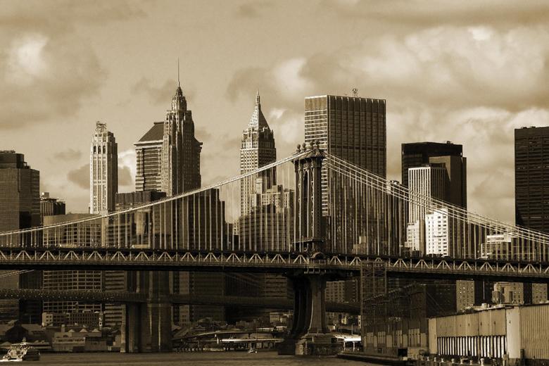 New york bridge 2 - Uitzicht op de skiline van New York en de Brooklyn bridge vanaf de Hudson river