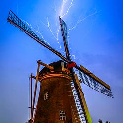 Onweer boven de molen
