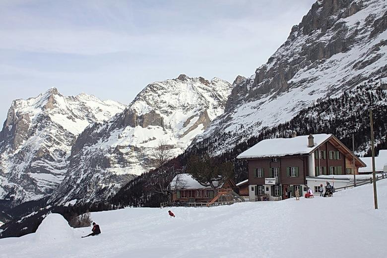 wat is de mens toch nietig in zo'n landschap - Weer een foto uit het schitterende gebied van Wengen.<br /> Dit is tussen Grindelwald en de Kleine Sch