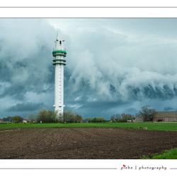 Erg dreigende luchten boven Spannenburg