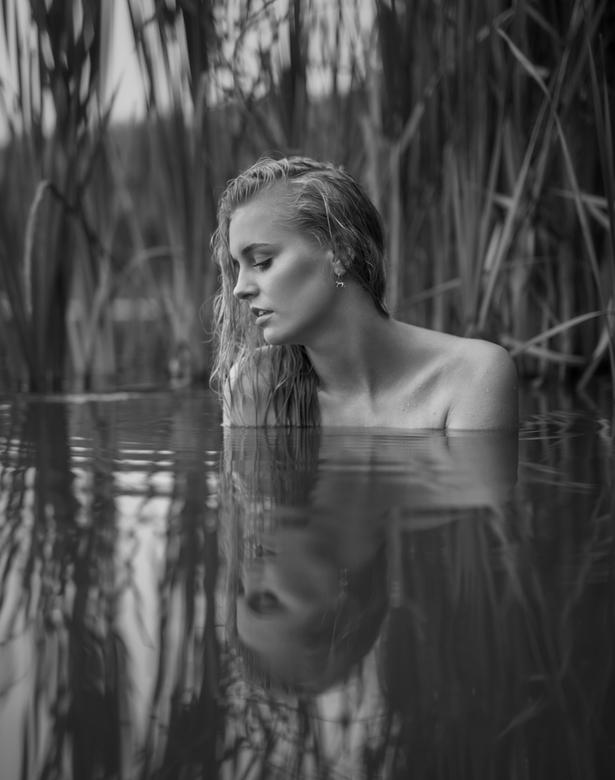 Reflections of the inner mind - Nog een plaat uit de fantastische shoot met model Dena. Natuurlijk licht al was dat niet echt een keuze aangezien mijn