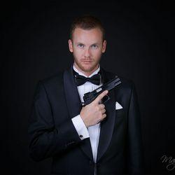 Mister Bond..