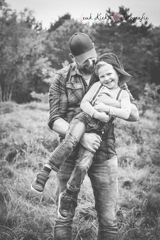 Vader en zoon momentje.. - een mooi vader en zoon momentje...