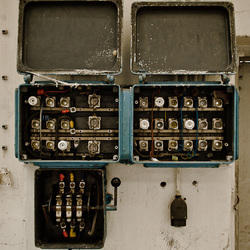 Stoppenkast in oude verlaten fabriek