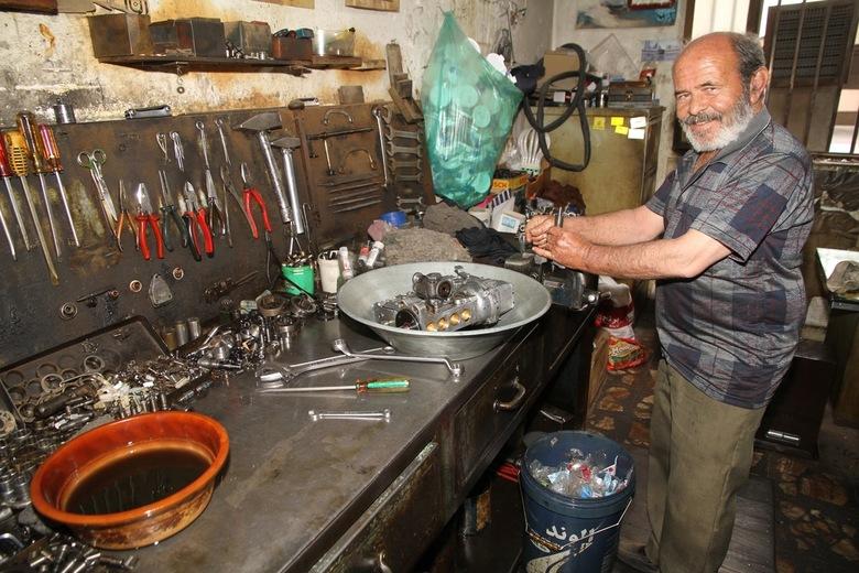 Monteur Kerman Iran - Dieselpomp monteur dat is precisie werk dat vind je dan gewoon in een winkelstraat in Kerman Iran.