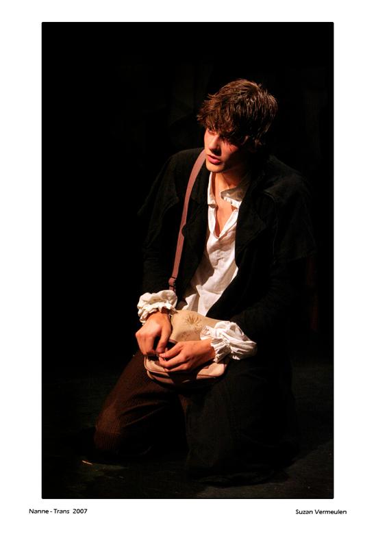 Nanne speelt... - Nanne speelt de hoofdrol in de theatervoorstelling De Neus van theatergroep Het Gezezlschap.