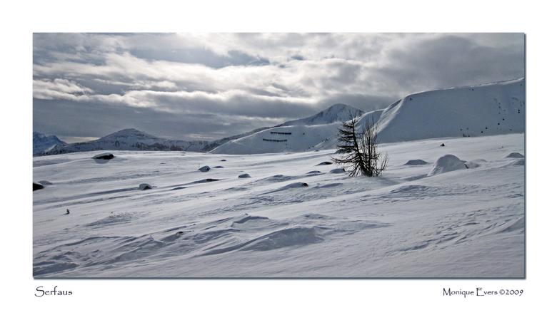 Stormachtig Serfaus - Vorige week maandag was een storm achtige dag waarbij diverse liften gesloten waren. Gelukkig zijn er genoeg om toch nog heerlij