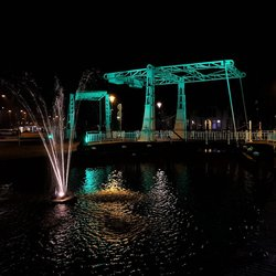 Verlichte bruggen en grachten