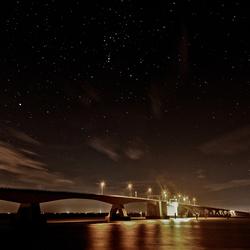Zeelandbrug onder de sterrenhemel