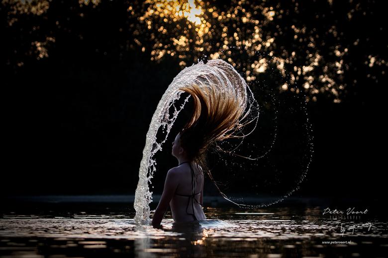 Summer vibes... - Spelend met het water bij zonsondergang..