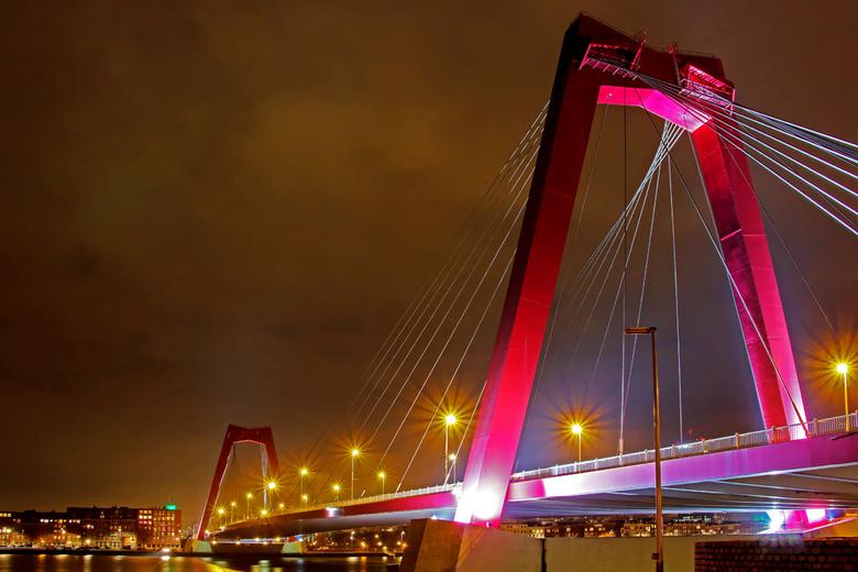 Willemsbrug - Rotterdam (bewerking) - Over de vorige upload van vanavond was ik toch niet zo tevreden. Ik zal die foto opnieuw bewerken en later uploa