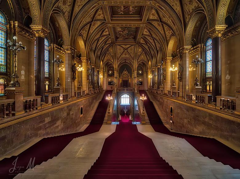 Beautiful interior. - Vorige week een aantal dagen in het mooie Budapest verbleven.<br /> <br /> Het Parlementsgebouw, ik had er voor de dinsdagmorg