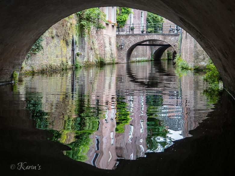 rondvaart-binnendieze - Tijdens een rondvaart door de Binnendieze in 's-Hertogenbosch zie je de mooiste historische plekjes van de stad!