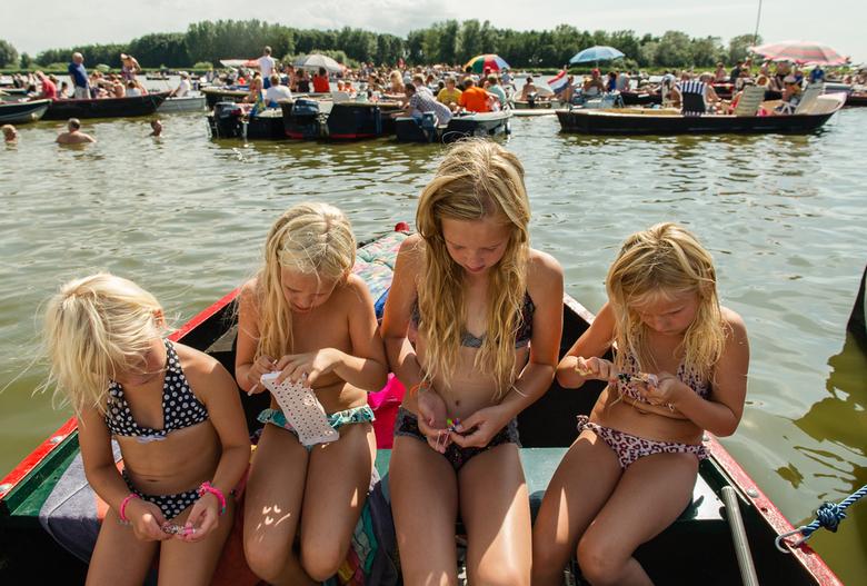 Zomerpret - Rainbow Loom<br /> Afgelopen weekend zijn we naar Vlietpop geweest. Honderden mensen kwamen met hun boot hier naar toe. Jong en oud verma