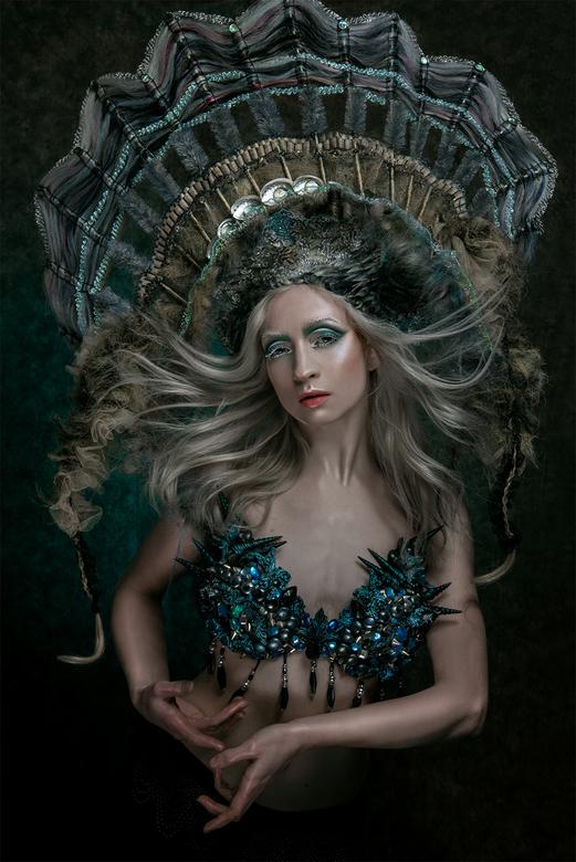 My Fragility - Model: My Fragility<br /> Haar: Inge Donkers/Vlechtidee<br /> Make-up: Eline Deblauwe<br /> Top: Esmeralda Dijk<br /> Fotografie: S