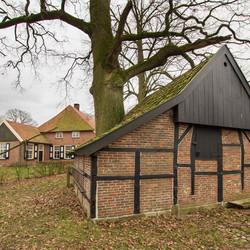 Breckelenkamp - Jonkershoesweg - Schuur met boom