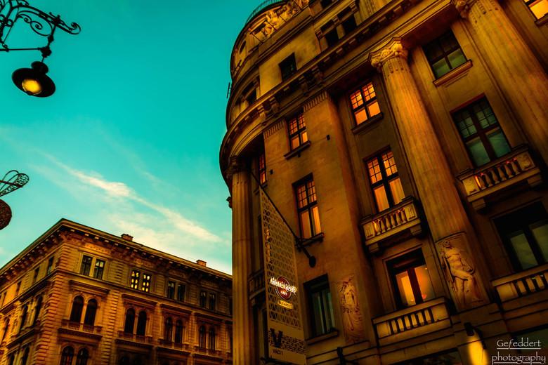 Gewoon 'n gebouw - Vond ik gewoon een leuk gebouw om op de foto te zetten. Gemaakt op het vörösmarty plein in Boedapest. Éeén van de duurste plekken i