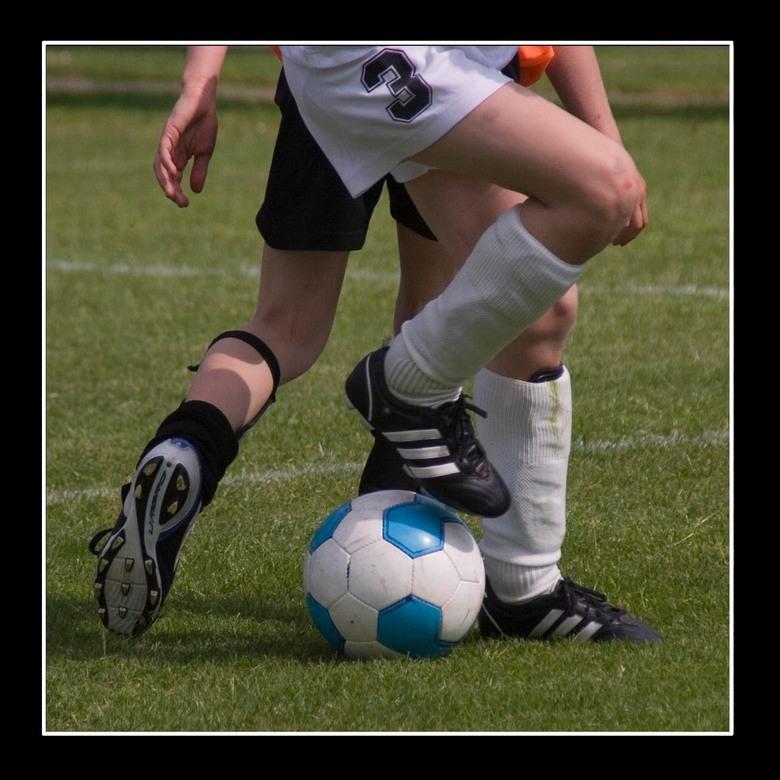 Vechten om de bal - Voetbaltoernooi E-jeugd