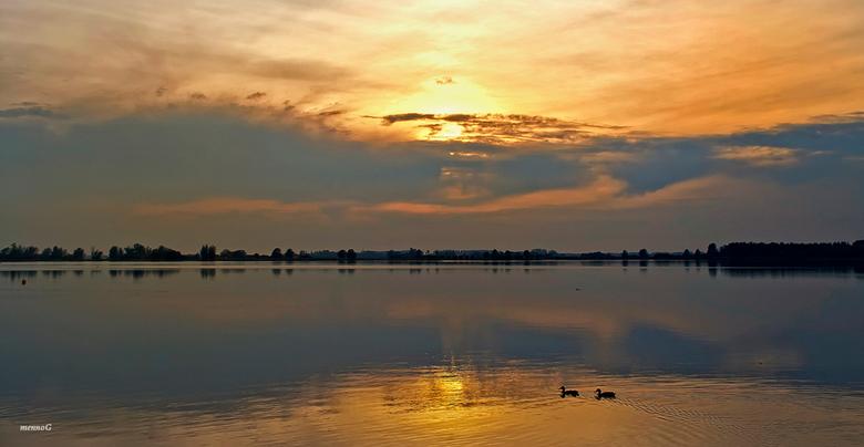Avondsfeer - Dit weekend even geen Zoom, de fanmail gaat morgen uit...<br /> <br /> Deze foto is genomen aan de Noord AA, Zoetermeer.<br /> <br />