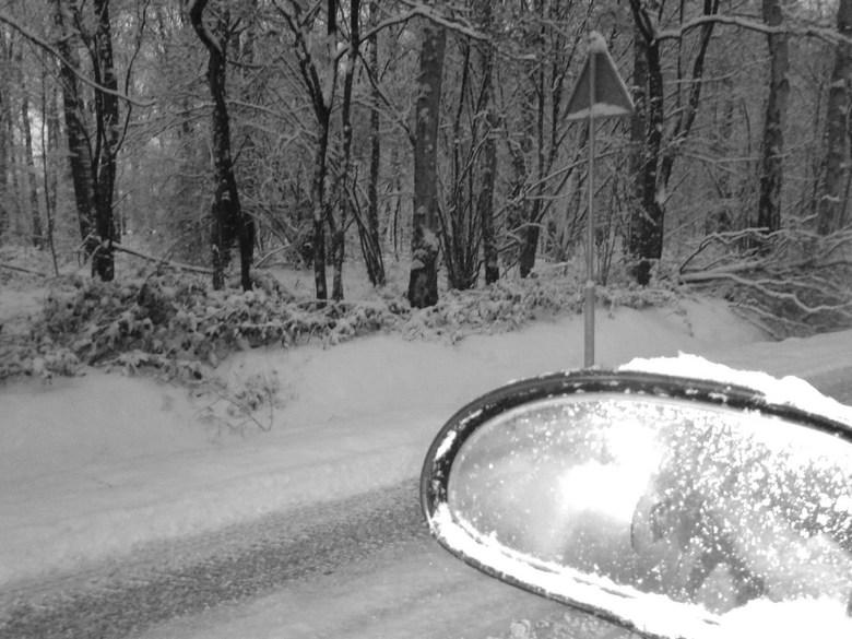 Over vallen door de sneeuw - Ik was onderweg van mijn werk naar huis, waar ik midden in een file terecht kwam. Heb toen met mijn Samsug gsm deze foto