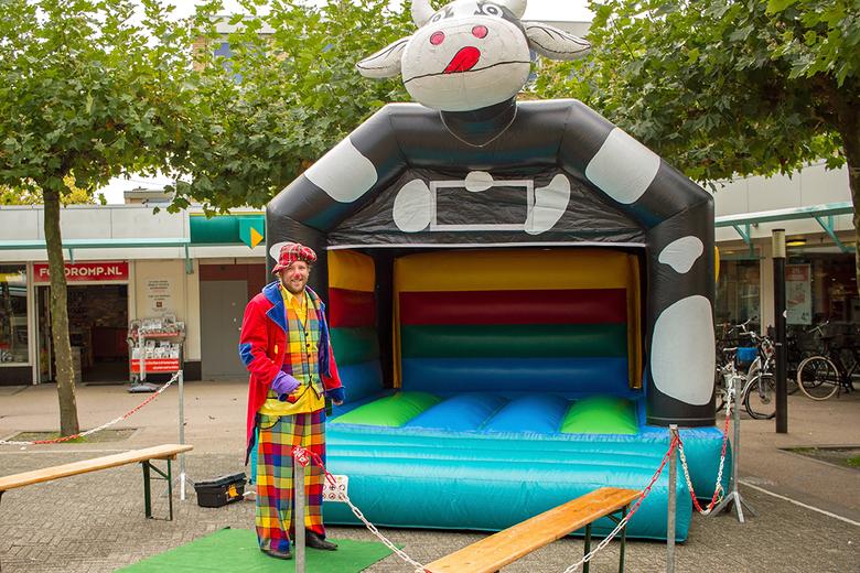 Clown met koe - Waar blijven de kinderen?