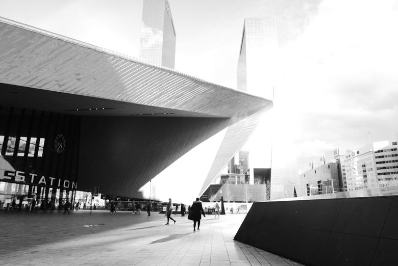 Rotterdam - Centraal station - Centraal station van Rotterdam in de felle namiddag-zon (in deze tijd zeldzaam...)