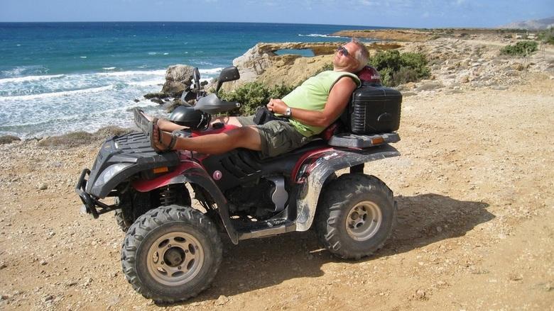 Heerlijk: Vakantie - Heerlijk aan de kust op Karpathos Griekenland.