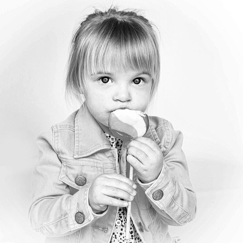 lolly - Kinderen willen niet altijd mee werken. Soms helpt het als je ze wat lekkers geeft of beloofd.<br />