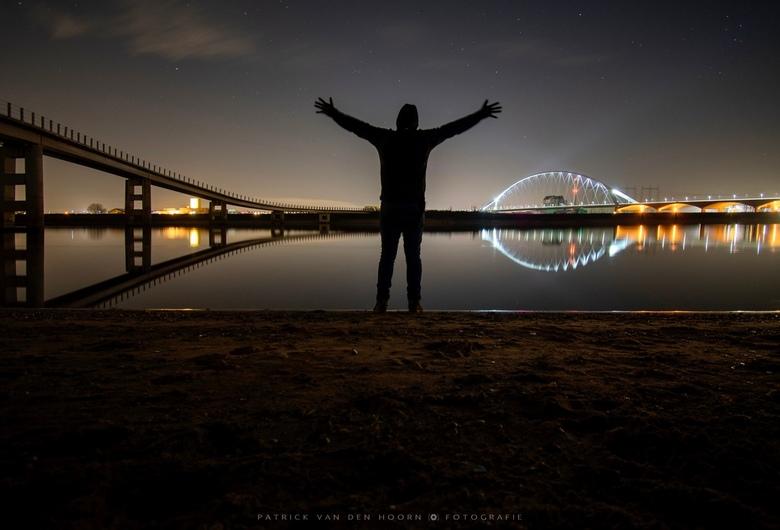 """Selfietime! - Het valt niet mee om 30 seconde stil te staan <img  src=""""/images/smileys/smile.png""""/> Selfie bij de Zaligebrug en De Oversteek in Nijmeg"""