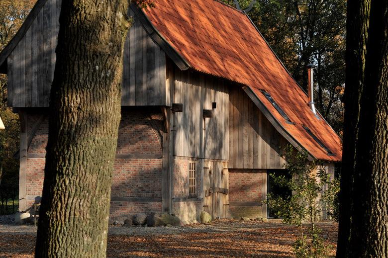 Oale schöppe - Hier stond vroeger een oud boerderijtje.<br /> Er woond nu een jong gezin in de<br /> deze schöppe die nieuw gebouwd is <br /> onder