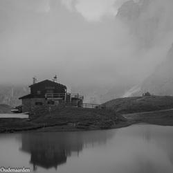 Baita Segantini in de mist