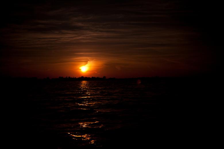 De Zon - Bij zonsopkomst gefotografeerd met een ND10 filter.