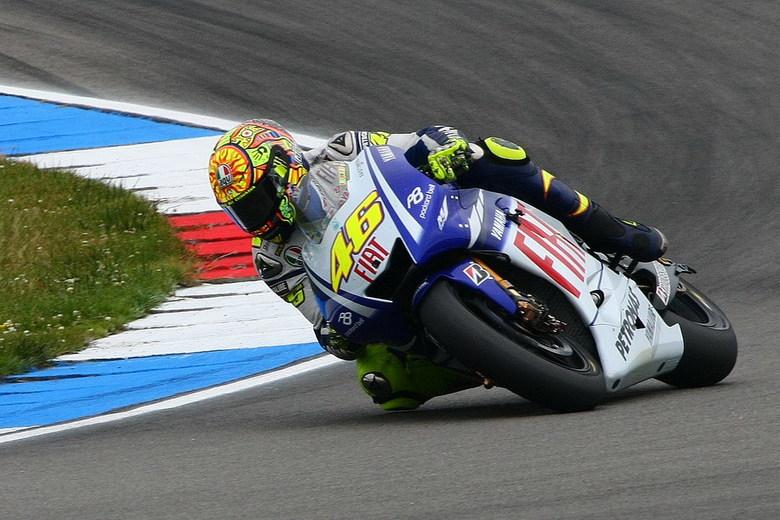 De 100 ste overwinning. - Tijdens de TT in Assen behaalde Valentino Rossi zijn 100é GP overwinning