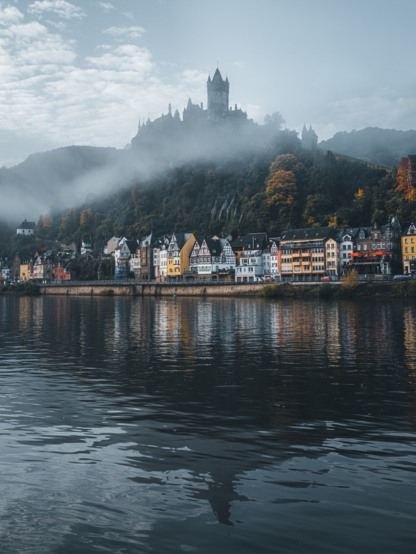 Cochem. - Waking up at 4:30 to enjoy sunrise, or better fogrise, at Cochem.<br /> <br />