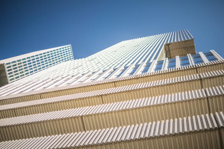 The Sky is the Limit. - Rotterdam, woontoren op de kop van zuid.